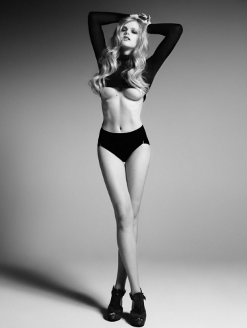 why shooting TMWNL video with glorious beauty Valerie Van Der Graaf and NOT releasing it Maroon 5? BAD MOVE. BAD *sigh*