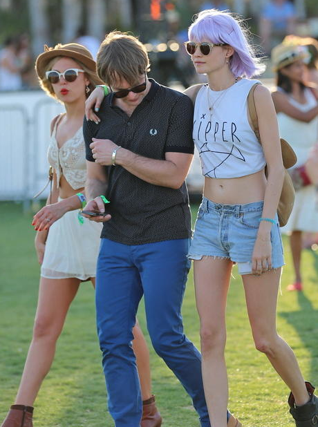 Behati with Mickey at Coachella 2013: in the maintime Adam was partying at Las Vegas hotspot with Tiesto ;)